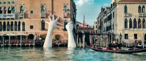 support-a-venezia-la-gigante-scultura-di-lorenzo-quinn_1333453